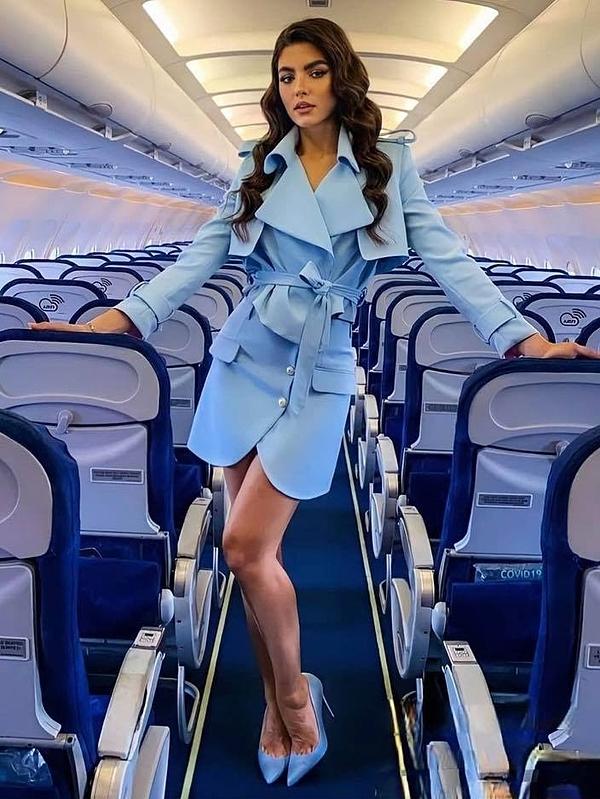 Mỹ nhân Romania - Bianca Lorena diện váy và giày ton-sur-ton. Cô là ứng viên mạnh đến từ khu vực châu Âu và từng đoạt giải á hậu tại hai cuộc thi lớn khác: Hoa hậu Siêu quốc gia 2018, Hoa hậu Quốc tế 2019.