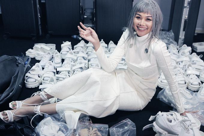 Trong bộ sưu tập Màu của tôi trình diễn tại Tuần lễ thời trang quốc tế Việt Nam 2020, Công Trí kết hợp cùng thương hiệu nổi tiếng để mang tới các mẫu phụ kiện cá tính.
