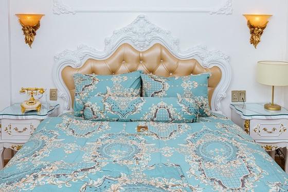 Bộ drap hoa văn lý cotton Pierre Cardin - Xanh biển - 160 x 200 x 25cm1.170.000đ (- 55 %)Bộ drap trải giường bao gồm: 01 drap đủ các size, 2 vỏ gối nằm 40*60 cm, 01 vỏ gối ôm 37 *100cm. - Bộ grap gối bọc 140*200 cm : Double bed size - Bộ grap gối bọc 160*200 cm : Queen size - Bộ grap gối bọc 180*200 cm : King size
