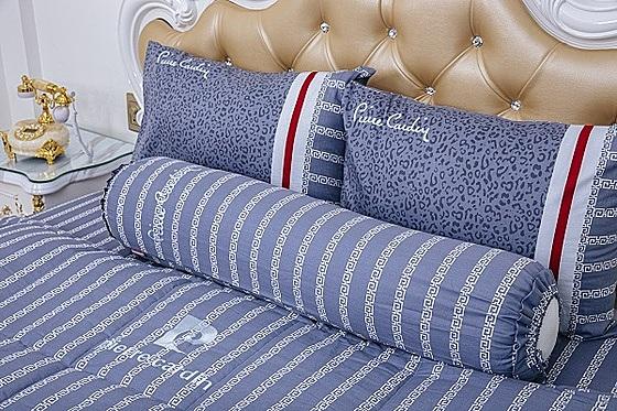 Bộ drap da beo xanh cotton Pierre Cardin - Xanh dương  1.170.000đ (- 55 %)Bộ drap trải giường bao gồm: 01 drap đủ các size, 2 vỏ gối nằm 40*60 cm, 01 vỏ gối ôm 37 *100cm. - Bộ grap gối bọc 140*200 cm : Double bed size - Bộ grap gối bọc 160*200 cm : Queen size - Bộ grap gối bọc 180*200 cm : King size