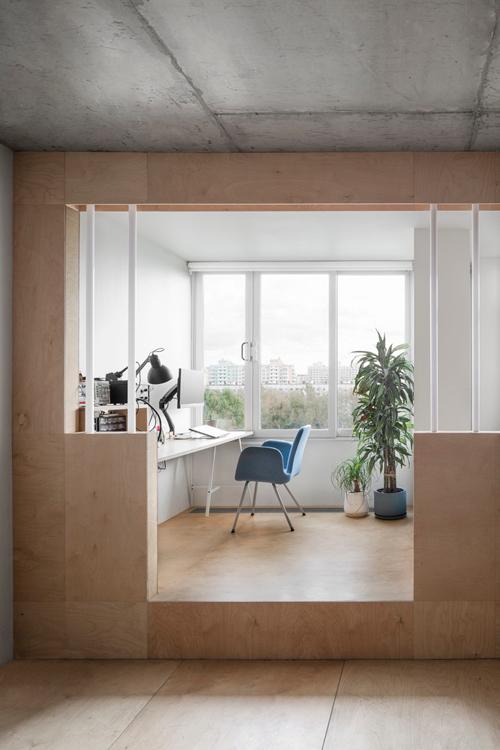 Khu làm việc được bố trí liền mạch, tối ưu diện tích, nơi chủ nhà dành phần lớn thời gian tại đó.