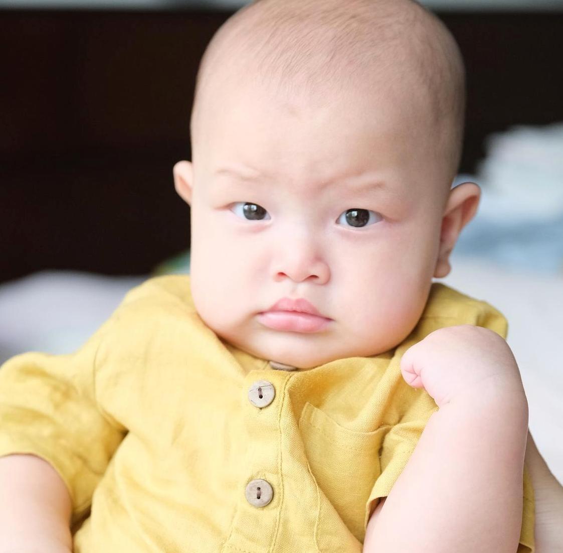 Mỗi ngày, dù bận rộn đến mấy, vợ chồng Hồ Ngọc Hà đều cố gắng sóc con. Cô tiết lộ mình tự tay massage, tắm, vệ sinh cho hai nhóc tỳ mỗi sáng.