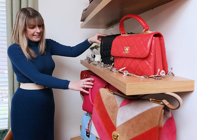 Bộ sưu tập khổng lồ được Nicola sắp xếp trên giá, trong tủ quần áo, dưới gầm giường và trong phòng trống của mẹ cô. Những chiếc đắt nhất thì được cất vào tủ và khóa cẩn thận.