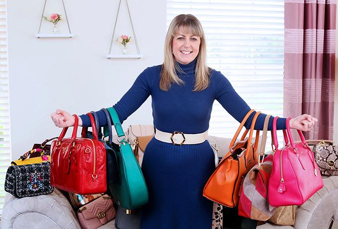 Tôi rất ngăn nắp nhưng vẫn mất nhiều thời gian để tìm được chiếc túi mình cần, ngay cả với bảng danh sách. Vì vậy, tôi lên kế hoạch trang phục và túi xách vào đêm hôm trước. Tôi sẽ quyết định mình đeo mẫu túi nào, sau đó mới chọn váy áo để kết hợp, Nicola tiết lộ.