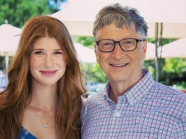 Tỷ phú Bill Gates cùng con gái lớn Jennifer. Ảnh: Instagram.