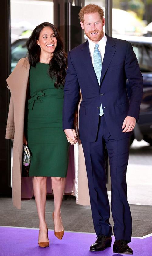 Vợ chồng Harry và Meghan sánh đôi khi còn là thành viên cấp cao của hoàng gia Anh. Ảnh: PA.