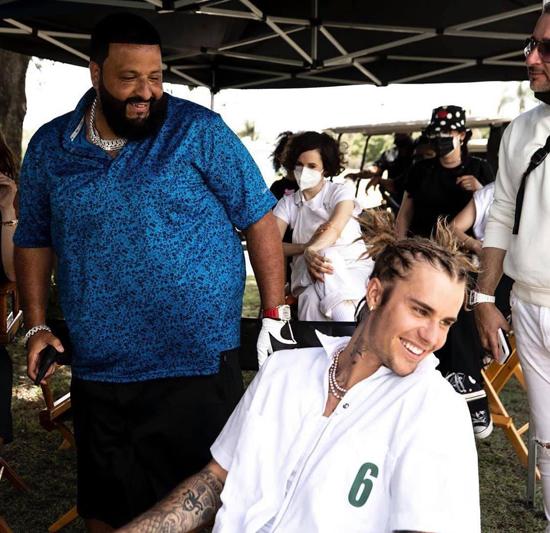 Justin được DJ Khaled mời hợp tác trong ca khúc Let It Go.