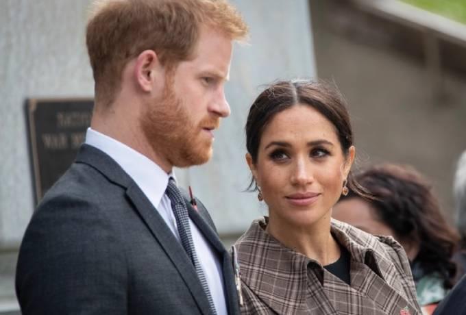 Vợ chồng Harry - Meghan xác nhận không quay trở lại hoàng gia khi thỏa thuận Megxit kết thúc sau 1 năm. Ảnh: Sun.