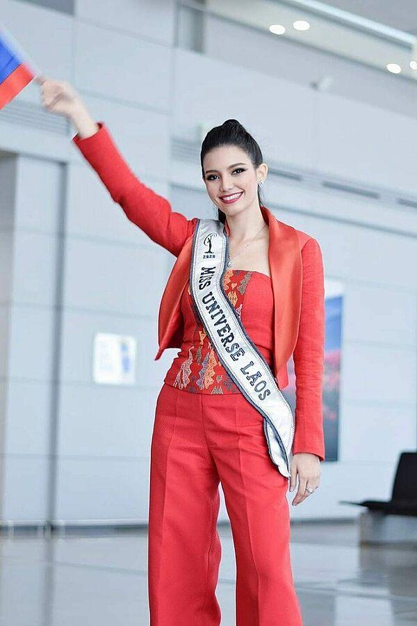 Chọn trang phục phù hợp, hoa hậu Lào Christina Lasasimma trông cuốn hút và rạng rỡ.
