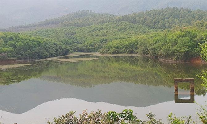 Đập nước nơi nữ sinh tử vong. Ảnh: Trương Minh