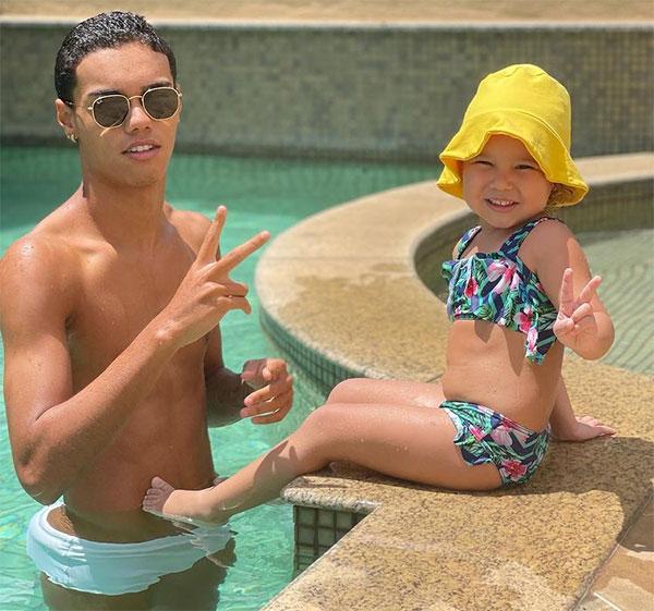Con trai Ronaldinho bên em gái cùng mẹ khác cha. Ảnh: Instagram.