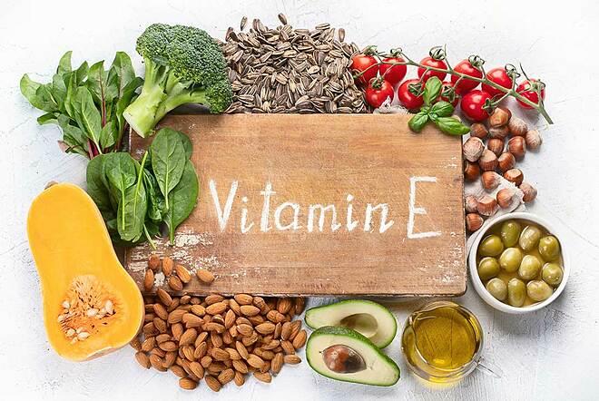 Vitamin E có nhiều trong dầu thực vật, hạt hướng dương, trái bơ, ô liu...