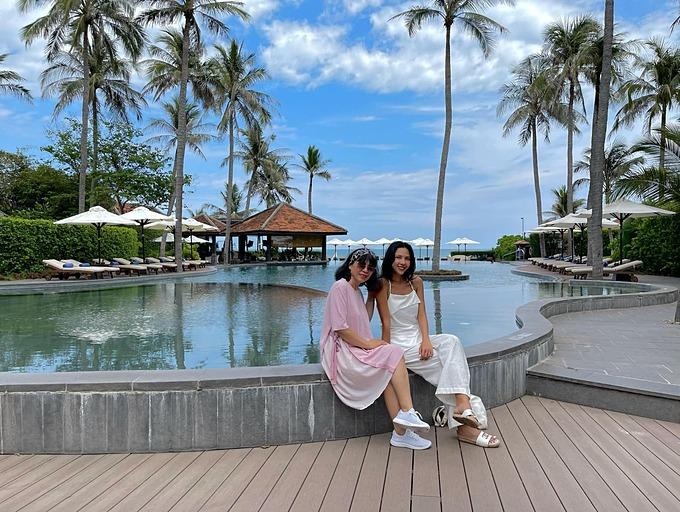 Người mẫu Minh Triệu chúc mừng sinh nhật mẹ: Chỉ mong mẹ luôn khoẻ mạnh để cùng nhau đi chơi thêm được nhiều nơi nữa nhé.