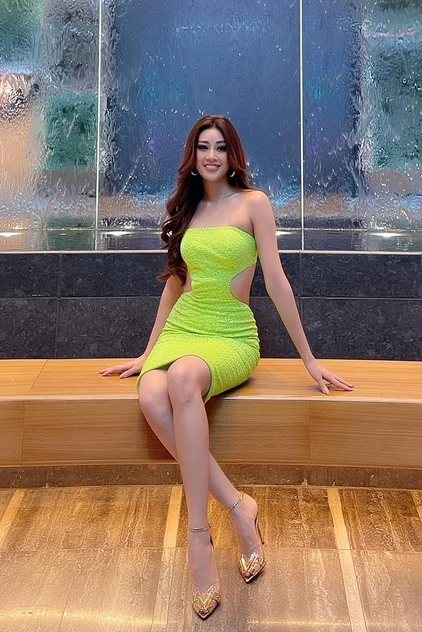 Người đẹp cao 1,76 m, số đo 83-61-95 cm.