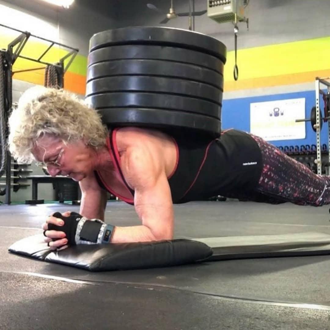 Bà Mary lần đầu tìm đến gym khi đã gần 60 tuổi.