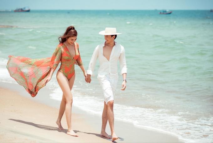Hôm 30/4, diễn viên Anh Dũng lần đầu đăng ảnh nắm tay Trương Ngọc Ánh. Nam diễn viên bày tỏ yêu thương với bạn gái: Hạnh phúc đến từ những điều đơn giản. Lần đầu công khai tình cảm sau hai năm quen nhau, cặp đôi được nhiều bạn bè, khán giả chúc phúc.