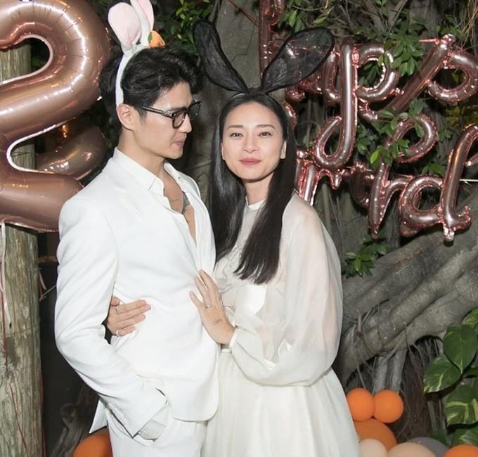 Ngô Thanh Vân - Huy Trần tìm hiểu nhau một thời gian. Dịp sinh nhật của mình cuối tháng 2, Ngô Thanh Vân lần đầu nói về bạn trai kém 12 tuổi: Có Huy bên cạnh, tôi rất hạnh phúc.