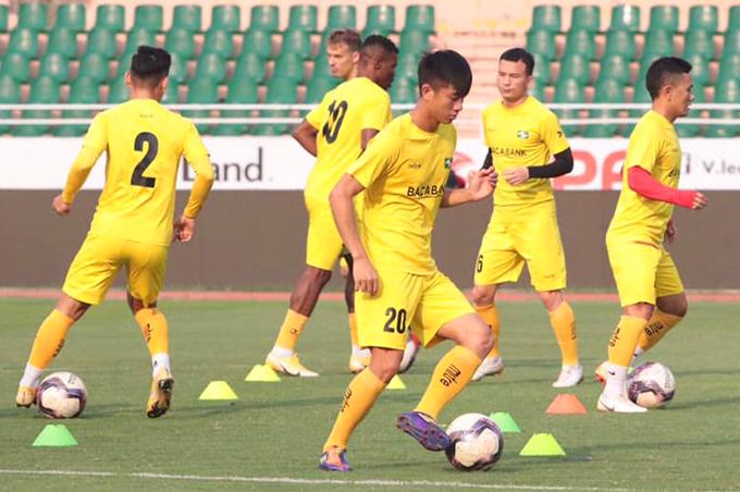 Phan Văn Đức không thể thi đấu trận gặp Hà Nội ở vòng 13 V-League 2021 vì nhiều thành viên của SLNA là F2. Ảnh: SLNA.