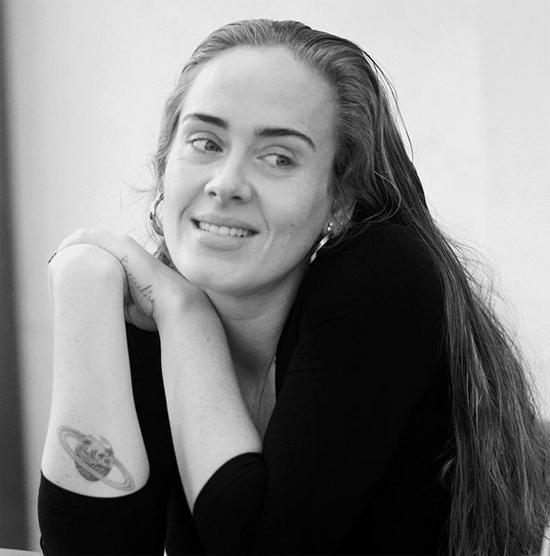 Adele đăng ảnh mừng tuổi 33
