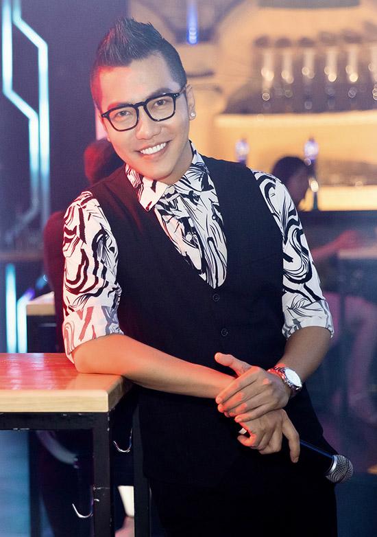 Hoàng Rapper hiện là ca sĩ kiêm MC.