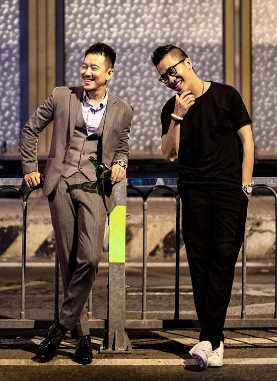 Diễn viên Pom (trái) đóng nam chính trong MV mới của Hoàng Rapper.