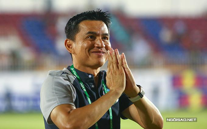 Kiatisuk đang cùng HAGL bay cao tại V-League 2021. Ảnh: Đương Phạm.