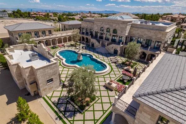 Biệt thự như khu phức hợp ở Las Vegas được Mayweather mua năm 2017. Ảnh: The Sun.