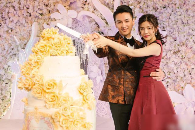 Trần Hiểu và Trần Nghiên Hy quen nhau lần đầu khi đóng chung bộ phim Tân thần điêu đại hiệp vào năm 2013. Dù vậy, mối quan hệ giữa Quá nhi và Cô cô chỉ dừng lại là bạn bè đơn thuần, thỉnh thoảng có liên lạc hỏi thăm.