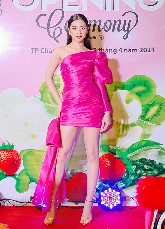 Cẩm Đan khi khai trương cửa hàng sữa chua ở Châu Đốc - An Giang