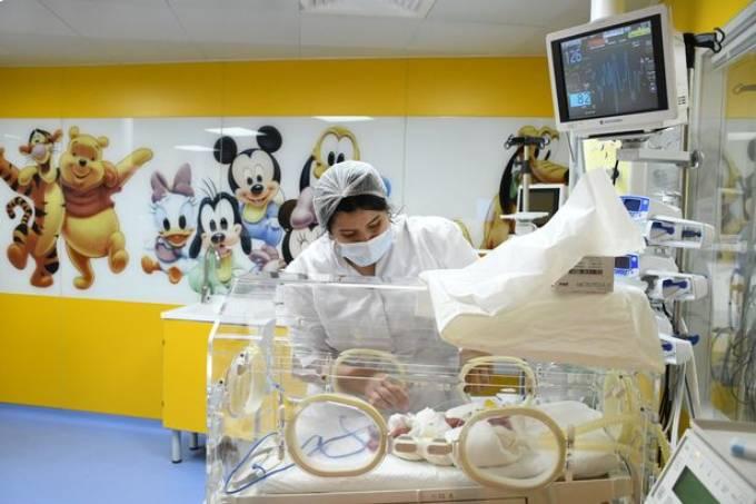 Các con của Cisse dự kiến sẽ phải ở bệnh viện theo dõi sức khỏe trong 2 đến 3 tháng. Ảnh: Anadolu Agency.