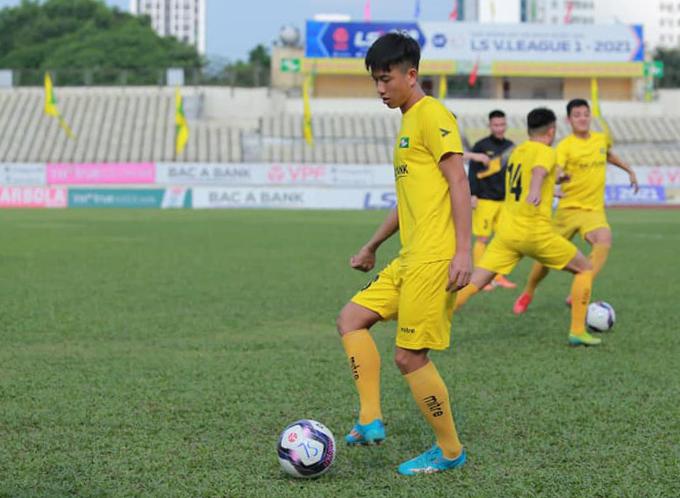 Văn Đức và đồng đội tập luyện chuẩn bị cho cuộc đối đầu với Hà Nội ở vòng 13 V-League nhưng trận đấu không thể diễn ra vì nhiều cầu thủ của SLNA lầ F2, nguy cơ mắc Covid-19. Ảnh: Tiểu Cao.