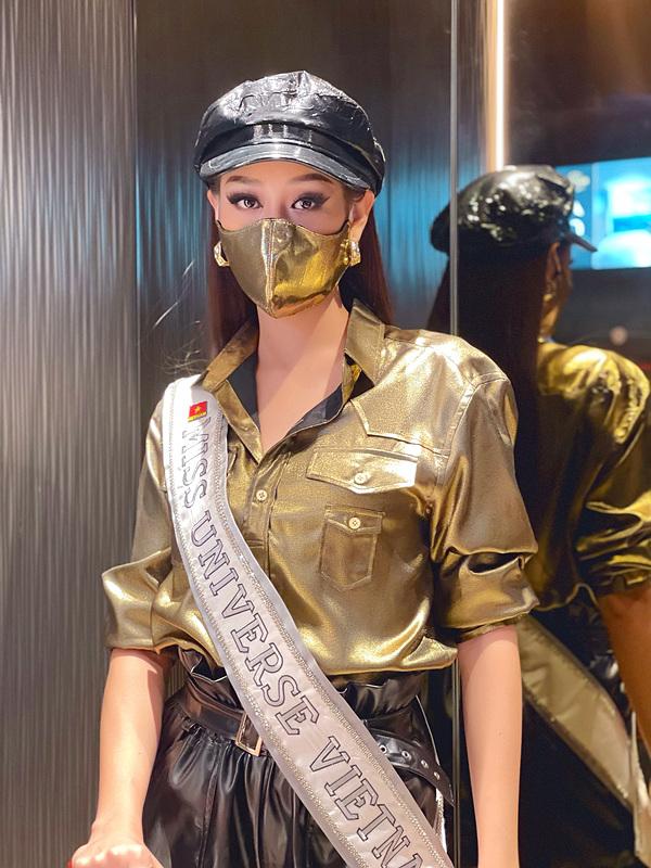 Khánh Vân lên đồ chặt chém đối thủ ngày đầu thi Miss Universe - 3