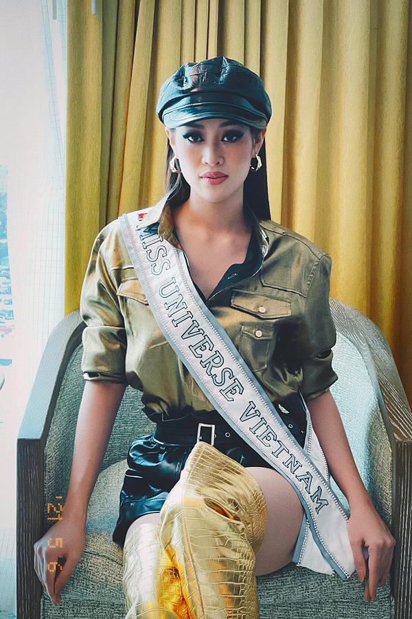 Khánh Vân lên đồ chặt chém đối thủ ngày đầu thi Miss Universe - 1
