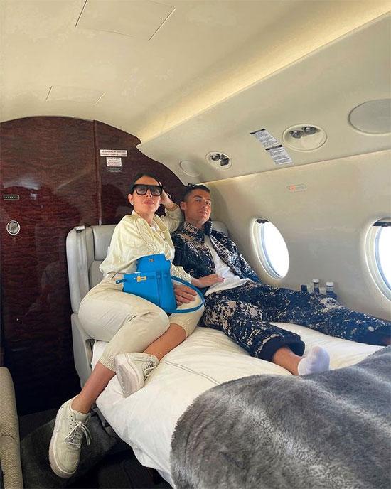 Cặp sao tận hưởng chuyến đi công tác sang chảnh. Ảnh: Instagram.