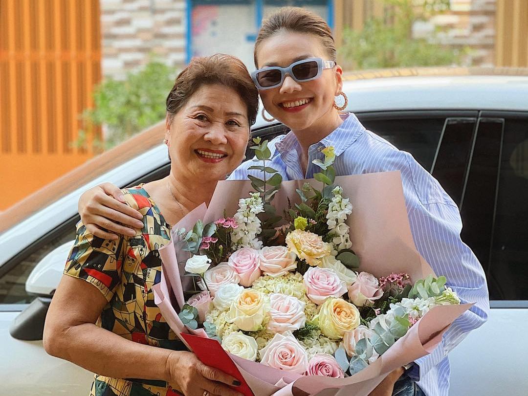 Ngoài chiều cao nổi trội, Thanh Hằng nhận thấy mình giống mẹ ở nụ cười rạng rỡ. Đây cũng là một đặc điểm làm nên thương hiệu của Thanh Hằng và được khán giả yêu mến.