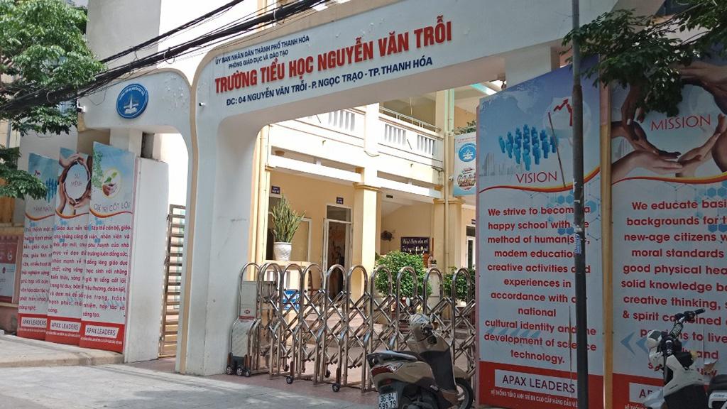 Hơn 1.800 thầy cô và học sinh ở trường Tiểu học Nguyễn Văn Trỗi, TP Thanh Hoá đang tạm nghỉ học do bệnh nhân 3091 từng đến đón con đi học. Ảnh: Lam Sơn.