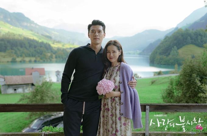 Hyun Bin bên bạn gái Son Ye Jin trong phim Hạ cánh nơi anh.