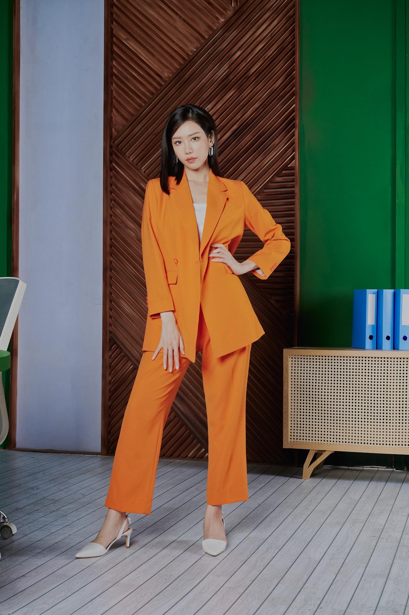 Min xuất hiện với hàng loạt tạo hình ấn tượng phù hợp với cả ba vai trong MV.