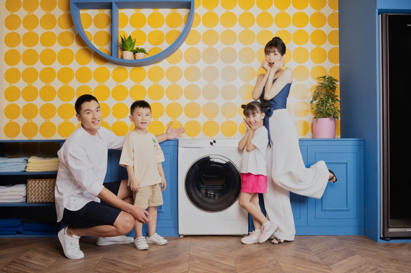 Nữ ca sĩ gợi ý giải pháp thông minh, tiết kiệm thời gian và công sức cho người phụ nữ hiện đại bằng máy giặt Samsung AI.