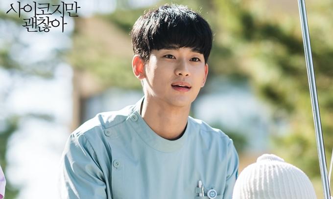 Kim Soo Hyun được yêu thích trong Điên thì có sao, sau khi xuất ngũ.