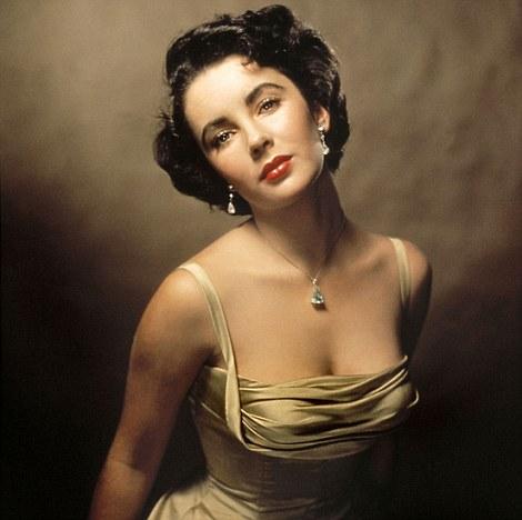 Elizabeth Taylor nổi tiếng với vẻ đẹp ma lực, có thể đốn gục bất cứ đàn ông nào cô muốn.