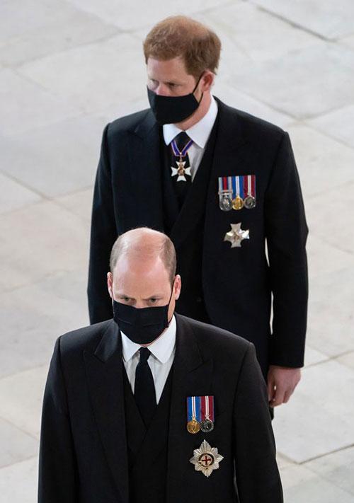Hoàng tử William và Hoàng tử Harry trong đám tang ông nội, Hoàng thân Philip, hôm 17/4. Ảnh: PA.