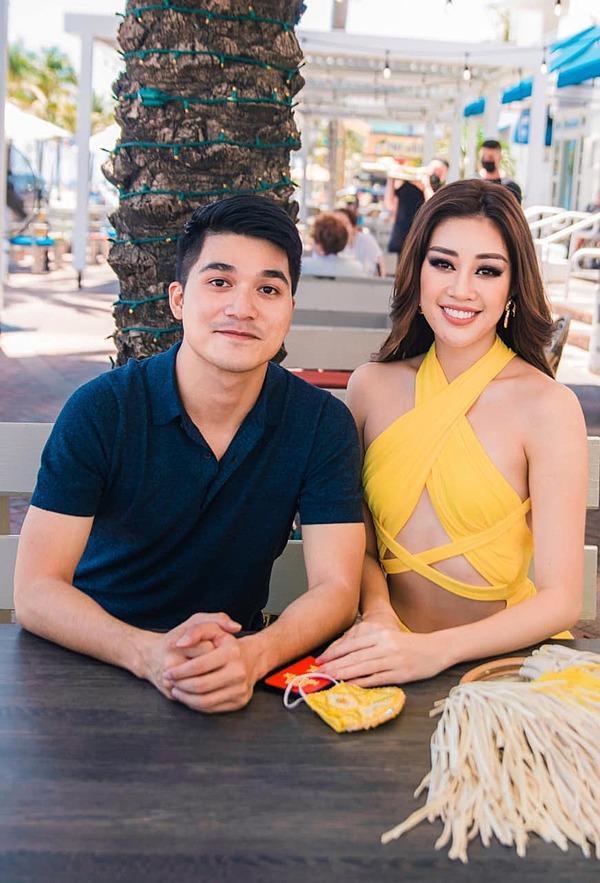 Anh Bảo Hoàng và Khánh Vân trên đường phố Miami (Mỹ) trước khi nhập cuộc thi Miss Universe.