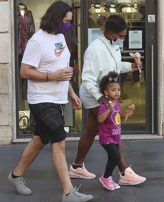 Chồng và con gái tới Itlay cổ vũ Serena thi đấu ở Italy Mở rộng. Ảnh: Mega.
