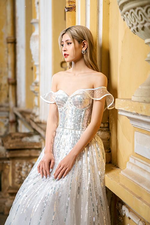 Bộ cánh khiến cô dâu có vẻ đẹp hiện đại, thời thượng, biến hóa như nàng tiên cá trong truyện cổ.