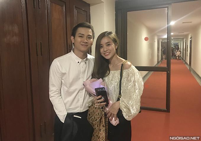 Hoài Lâm và Bảo Ngọc tại hậu trường đêm nhạc Hẹn nhau ngày ấy diễn ra hôm 28/8/2019.