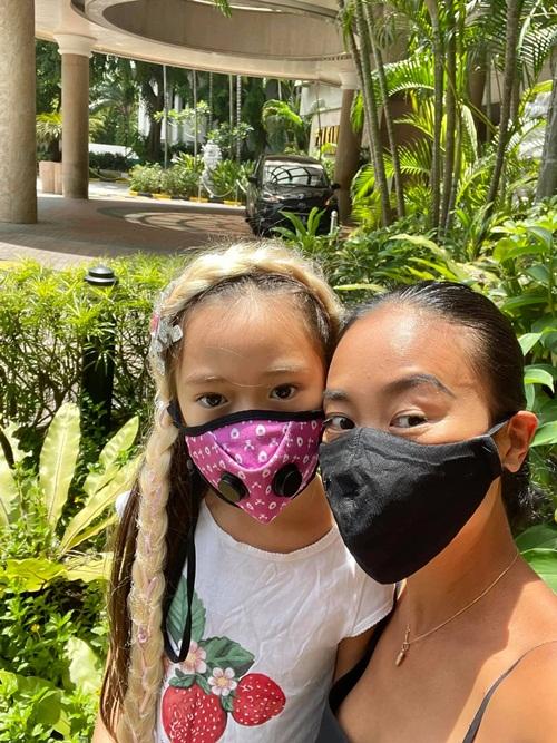 Trước đó, gia đình Đoan Trang cách ly tại một khách sạn bốn sao cách sân bay Changi chừng 20 km, trong hai tuần.