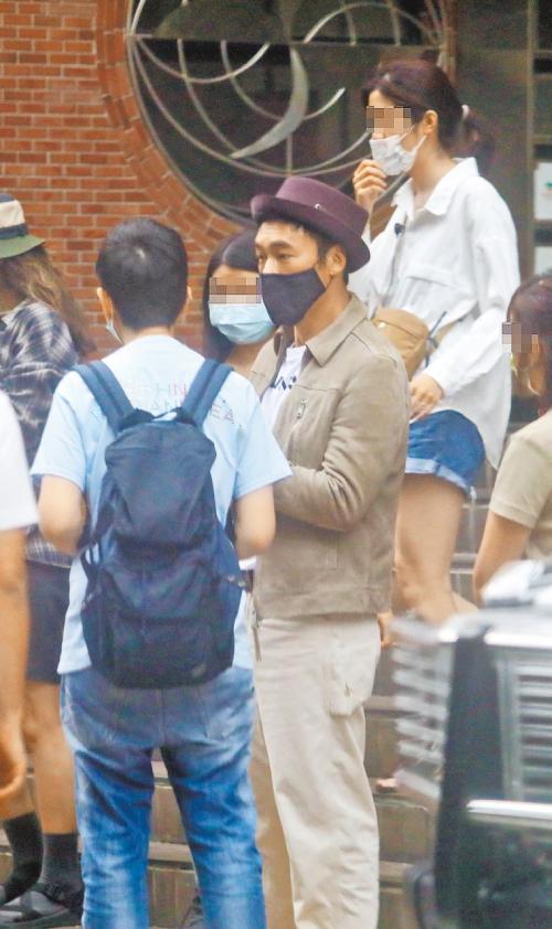 Hứa Chí An tại trường quay ở Đài Loan.