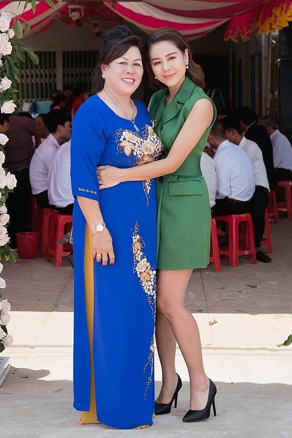 Diễn viên Nam Thư hiếm hoi khoe mẹ và được khen thừa hưởng nhiều nét đẹp từ bà.