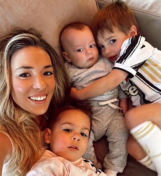 Vợ Morata bên ba cậu con trai. Ảnh: Instagram.